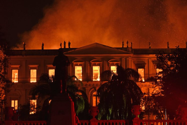 Rio de Janeiro, Brazil. 2nd Sept 2018. The Brazilian National Museum in Rio de Janeiro is on fire. A major fire destroyed large parts of the Brazilian National Museum in Rio de Janeiro. As could be seen on TV on Sunday evening (local time) 02.09.2018, the